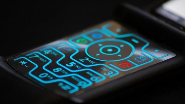 Motorola возродит стильный телефон-раскладушку Moto RAZR