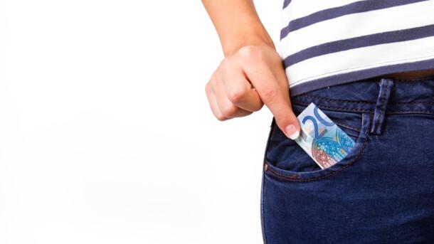 Курс евро в Украине резко опустился ниже психологической отметки