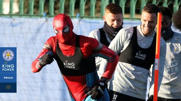 "Джейми Варди в образе Человека-паука напал на футболистов ""Лестера"""