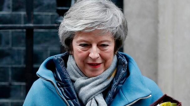 Мэй не поедет на форум в Давос из-за Brexit