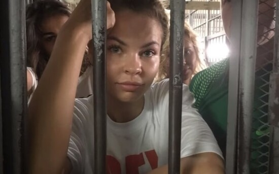 Депортированную Настю Рыбку задержали в Москве