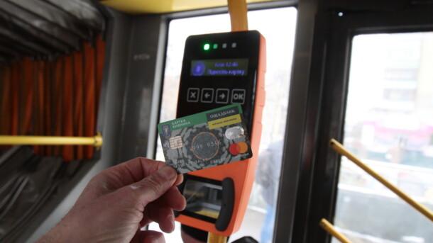 В транспорте Киева начали работать валидаторы: уже ведут подсчет льготников