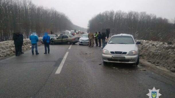Масштабное ДТП в Харькове: столкнулись сразу шесть автомобилей