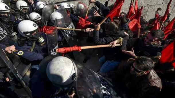 В Греции новые протесты: с полицией столкнулись педагоги и студенты