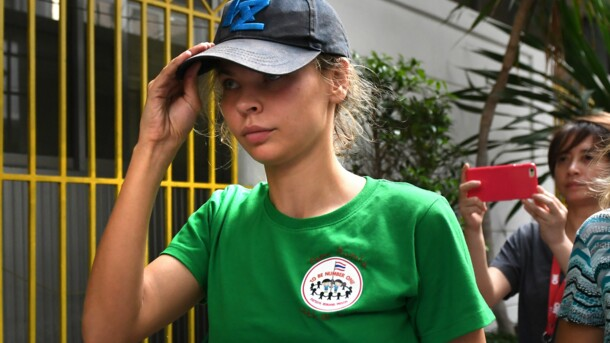 Отчаянно сопротивлялась и вырывалась: появилось видео ареста Рыбки в Москве