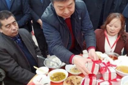 Китаец раздал односельчанам миллионы