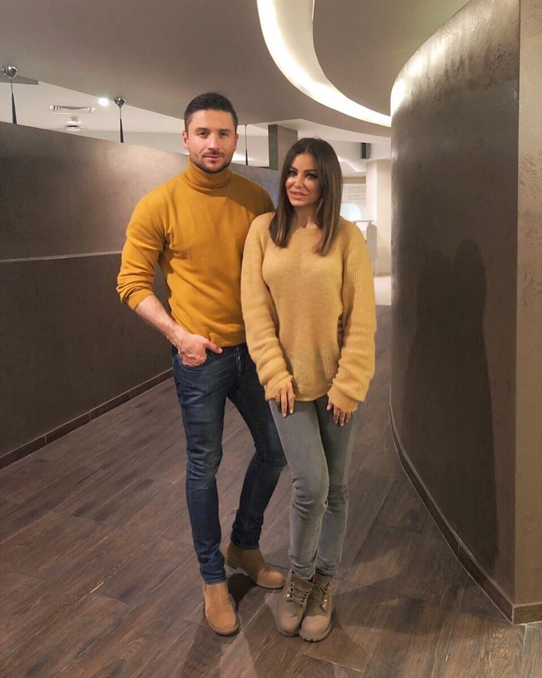 Сергей и Ани решили одеться в одной цветовой гамме