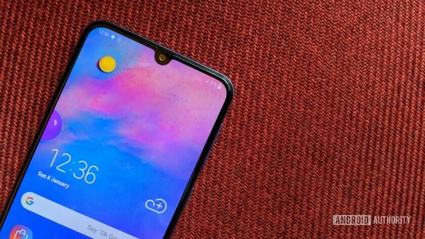 Вместо Infinity-O в Samsung Galaxy M30 используется более доступный тип экрана Infinity-U с каплевидным вырезом под селфи-камеру