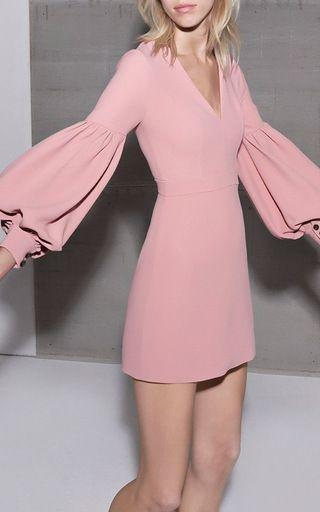 b63504bf048 ... 8 Марта излучать легкость – платья нежно-розовых оттенков помогут вам  осуществить затею. Их преимущество – легкость в сочетании с аксессуарами и  обувью.