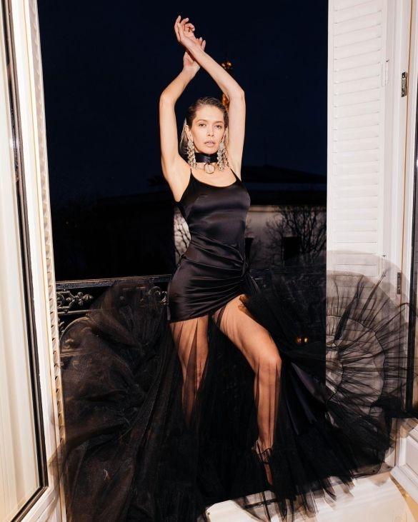 37-летняя певица Вера Брежнева в Париже