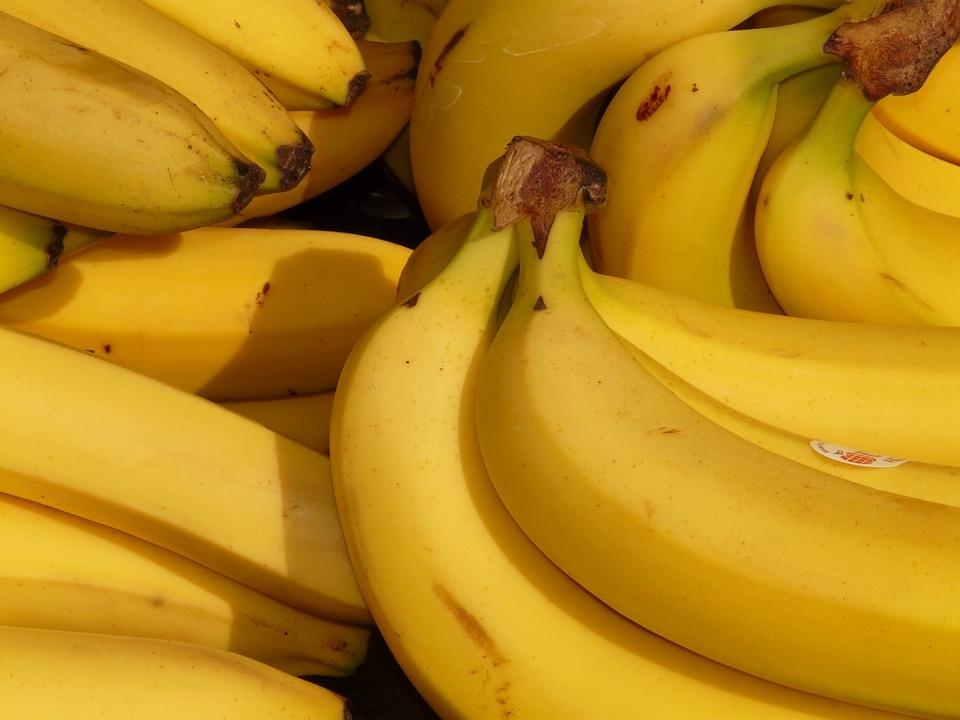 Банановая кожура сделает зубы светлее
