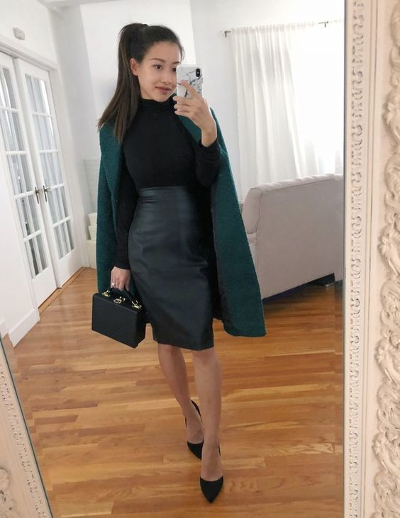 С чем носить кожаную юбку: идеи образов