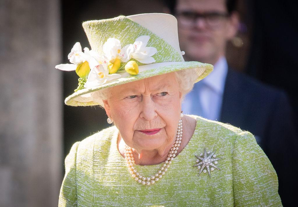 """92-летняя королева Елизавета II с брошкой """"Звезда Жардин"""""""