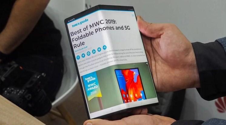 Демонстрация возможностей гибкого дисплея Huawei Mate X