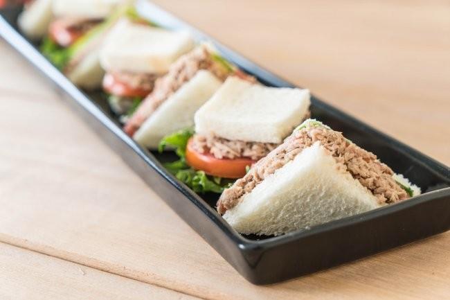 Бутерброды для пикника с тунцом