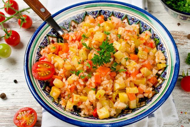Рис с кабачками на сковороде