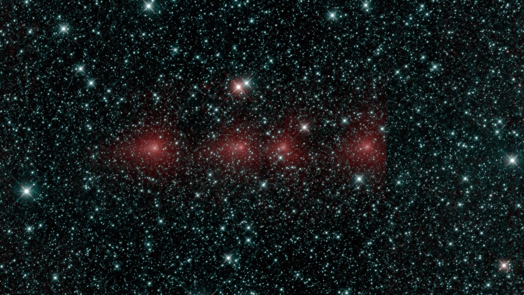 Четыре пятна – это все одна комета C2018 Y1 Ивамото, снятая с четырьмя различными экспозициями