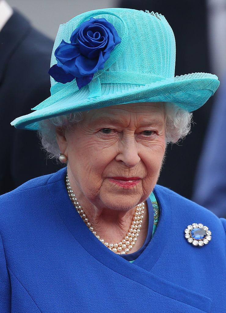 Елизавета II и сапфировая брошь принца Альберта