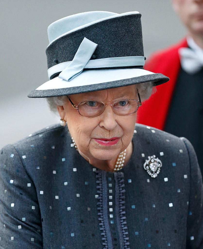"""Британская королева Елизавета II и ее любимое украшение """"Брошь сердца"""""""