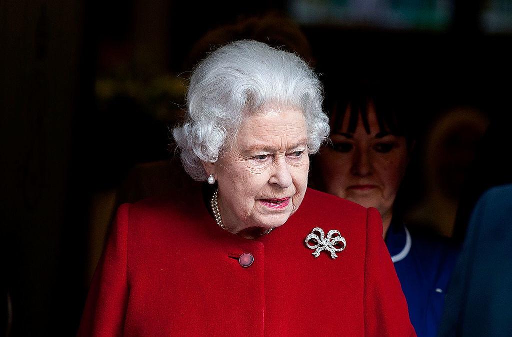 Бриллиантовая брошка-бант Елизаветы II