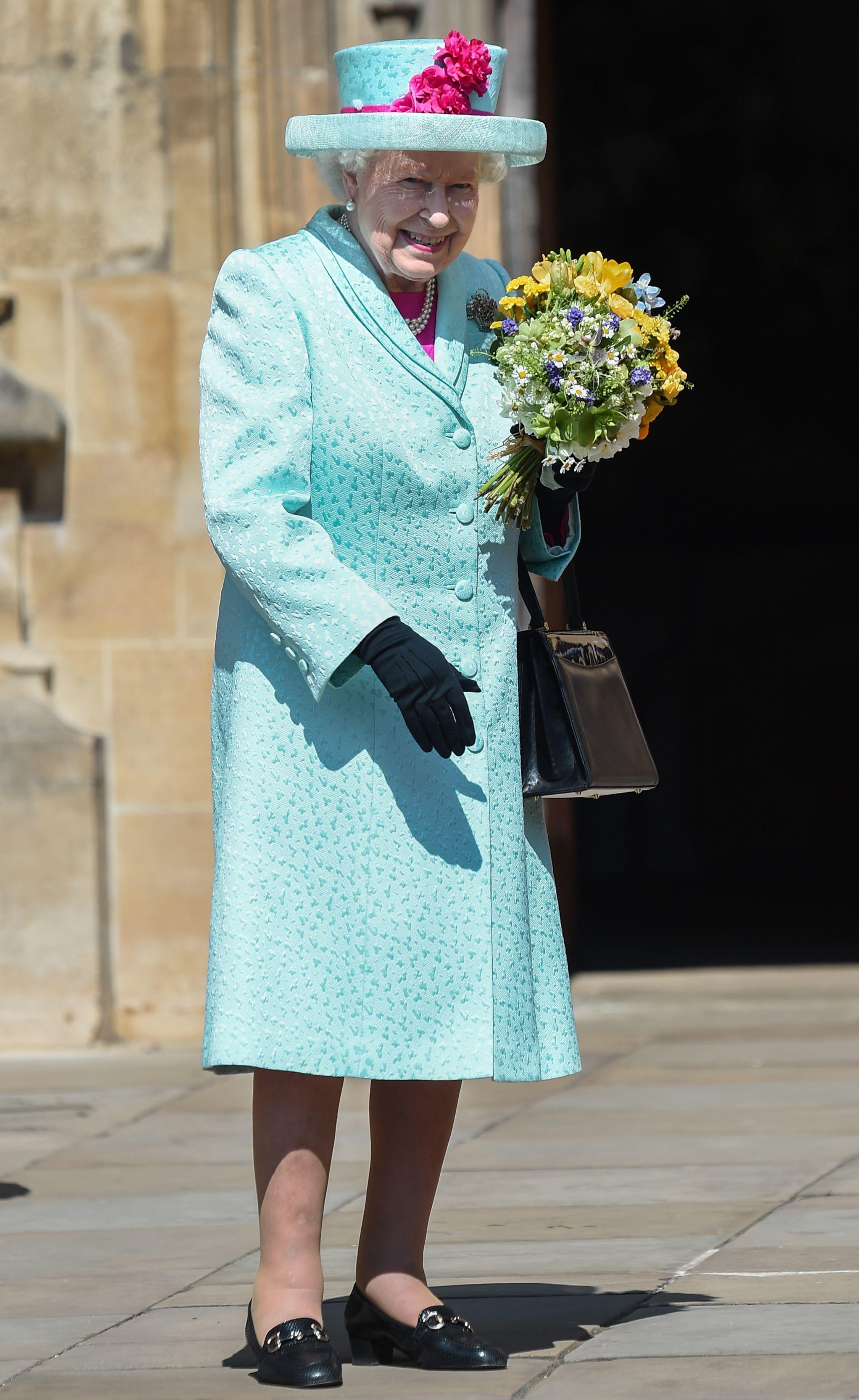 Праздничный образ королевы Елизаветы II от Alexander McQueen