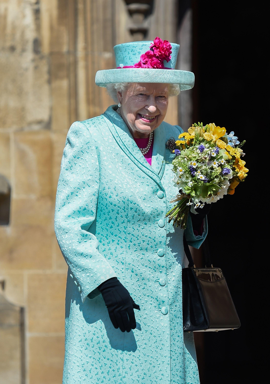 Елизавете II исполнилось 93 года – яркий образ именинницы