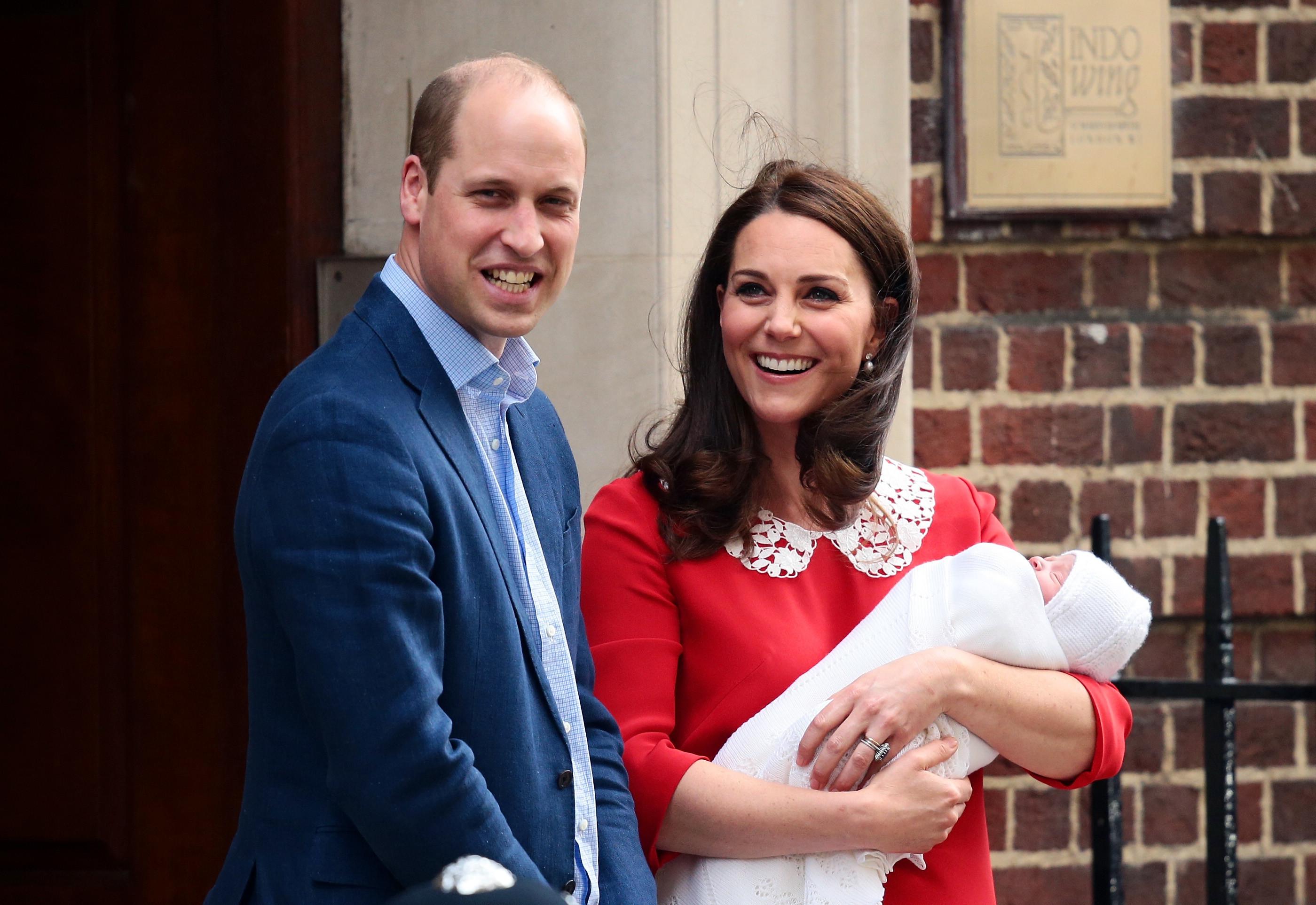 Принц Уильям и Кейт Миддлтон с принцем Луи