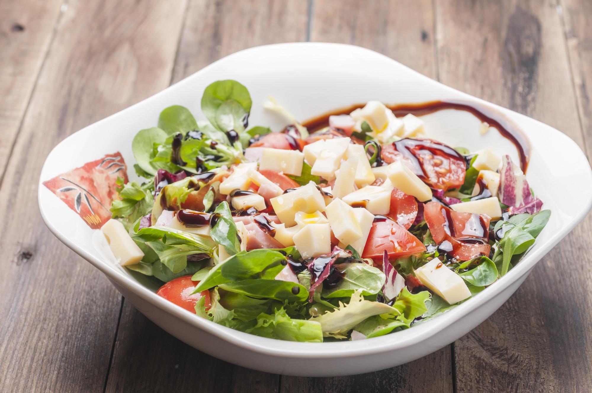 Греческий салат с виноградом