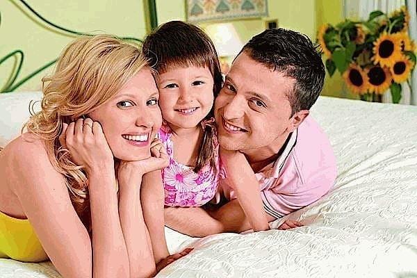 Елена и Владимир Зеленские с дочерью Сашей