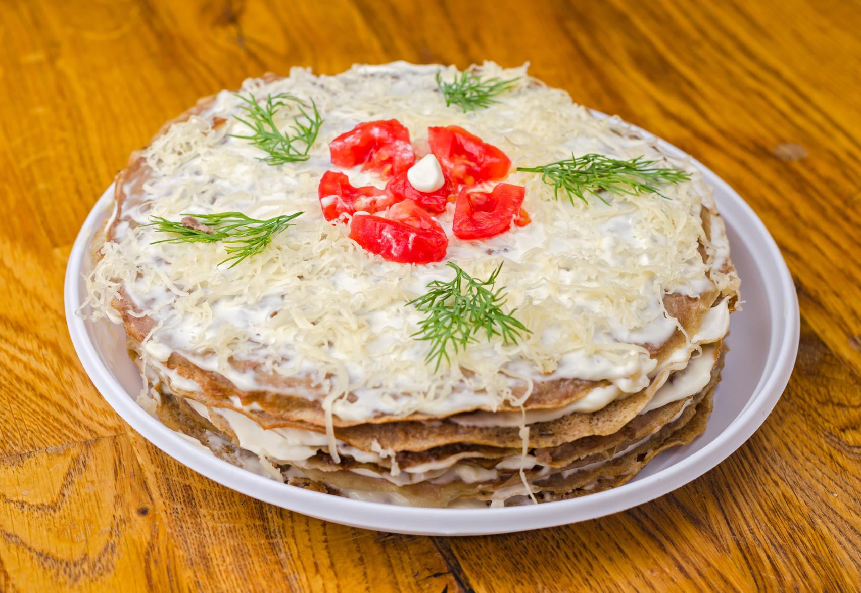 Блинный торт закусочный с сыром