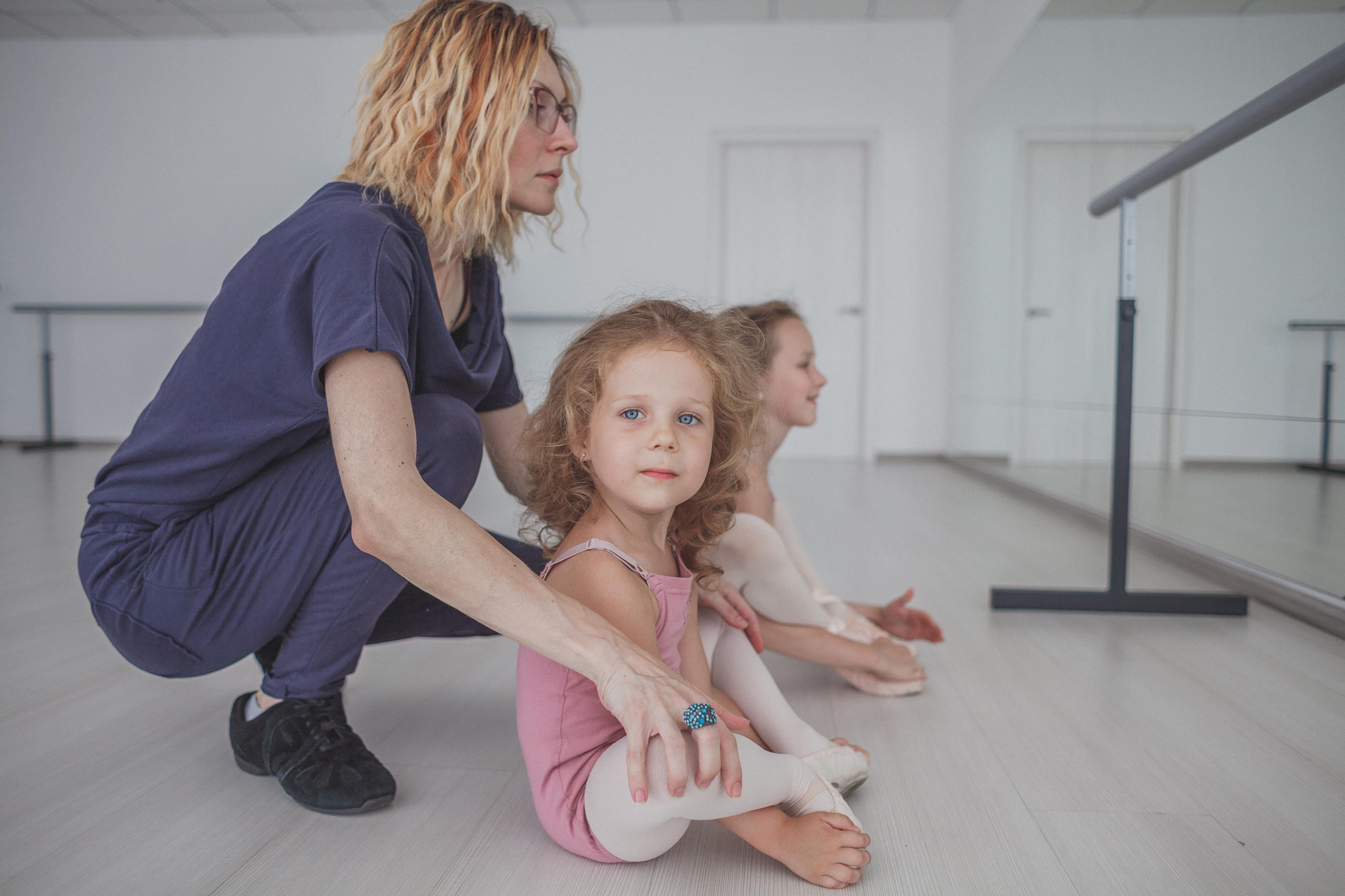 Анастасия на занятиях с малышами. Фото: А. Коваленко