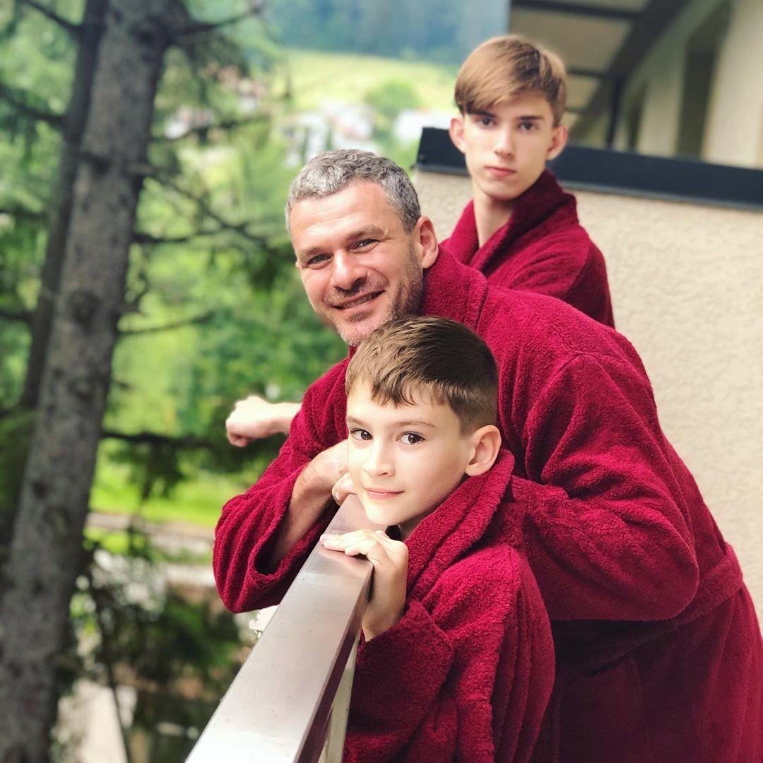 Арсен Мирзоян с сыновьями – Владом и Артемом