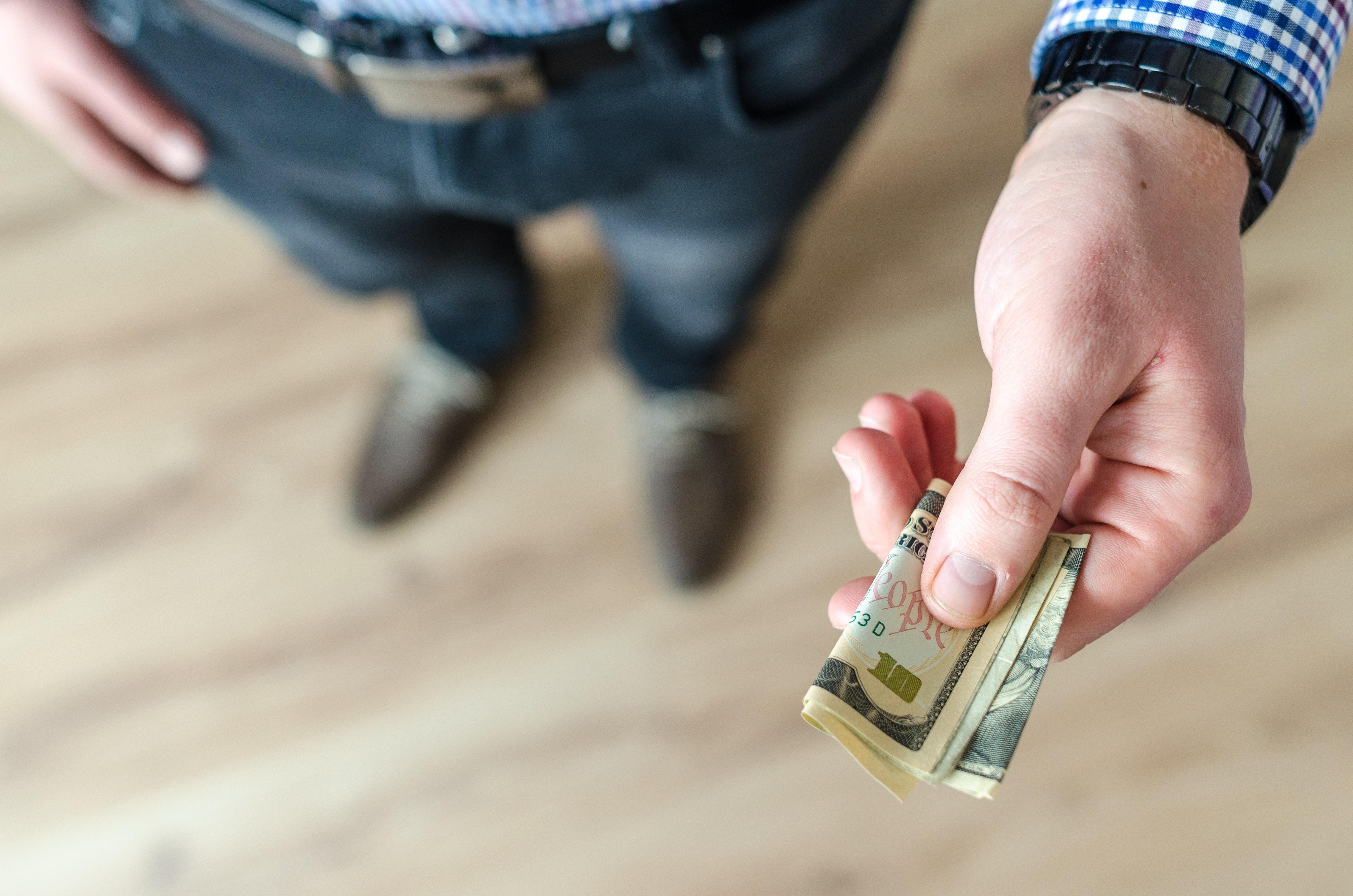 Как разговаривать с мужчиной о деньгах: основные принципы