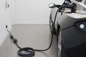 В Украине могут резко подешеветь электромобили