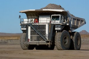 Spectacular video: how to collect huge dump trucks