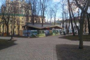 Scandalous building in Kiev, in Shevchenko Park erected a strange building