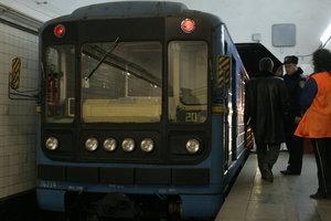 В Киеве пассажир попал под поезд метро