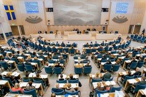 Группа депутатов парламента Швеции на учениях отрепетировала работу на случай войны