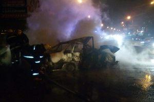 В Киеве ночью дотла сгорели две иномарки