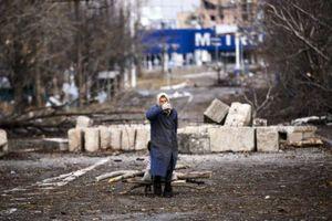 Жители Донбасса встречают рассвет в огромных очередях