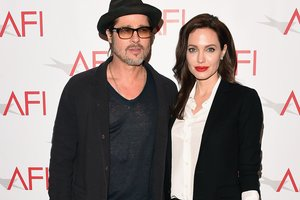 Angelina Jolie and brad pitt met in the presence of lawyers