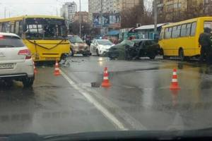 In Kiev, the car collided with a bus, there is a victim.