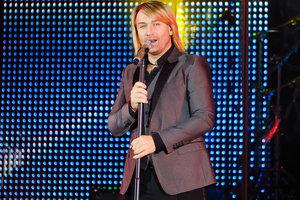 На концерте в Днепре Олегу Виннику вернули пропавший кулон