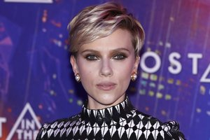 Scarlett Johansson picked the wrong outfit for the premiere of the film