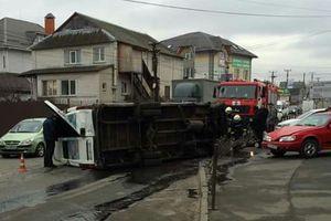 W Kijowie przewrócił się bus