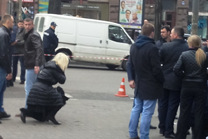 Жена Дениса Вороненкова Мария Максакова упала в обморок на месте его убийства