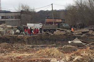 Во Львове на стройке упала бетонная плита: погиб молодой рабочий
