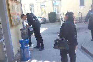 Видеохит: in Jalta auf der Straße die Hymne der Ukraine eingeschlossen