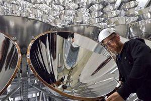 """Ученые в Германии включили """"самое большое в мире искусственное солнце"""""""
