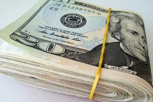 Курс доллара в Украине перешагнул психологическую отметку